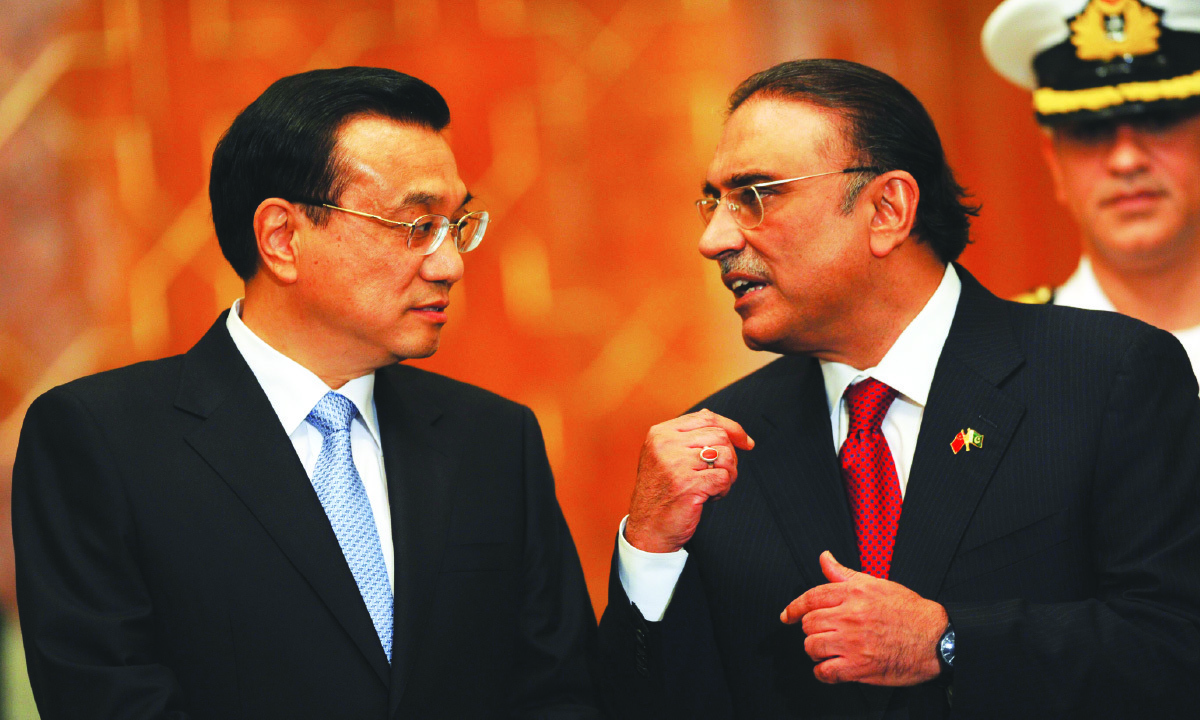 Chinese Prime Minister Li Keqiang and Asif Ali Zardari, then President of Pakistan, converse in Islamabad in 2013 | China Daily Images