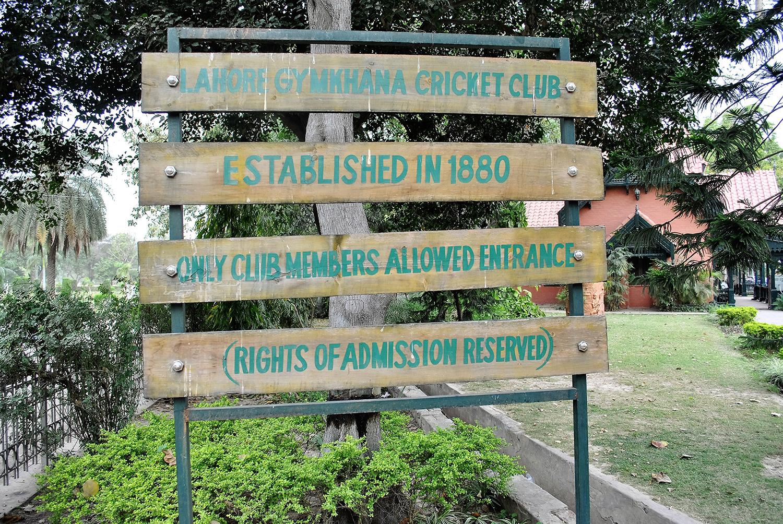 1880 میں قائم ہونے والا لاہور جم خانہ کرکٹ گراؤنڈ برِصغیر کا دوسرا قدیم ترین کرکٹ گراؤنڈ ہے۔— فوٹو عون علی