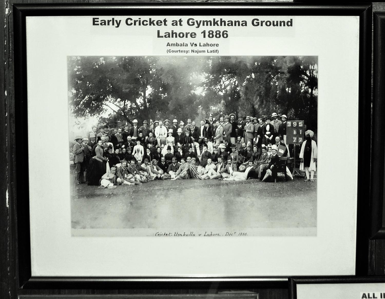 1886 میں لاہور بمقابلہ انبالہ، اسی گراونڈ پر کھیلے گئے ایک میچ کی تصویر۔— فوٹو عون علی