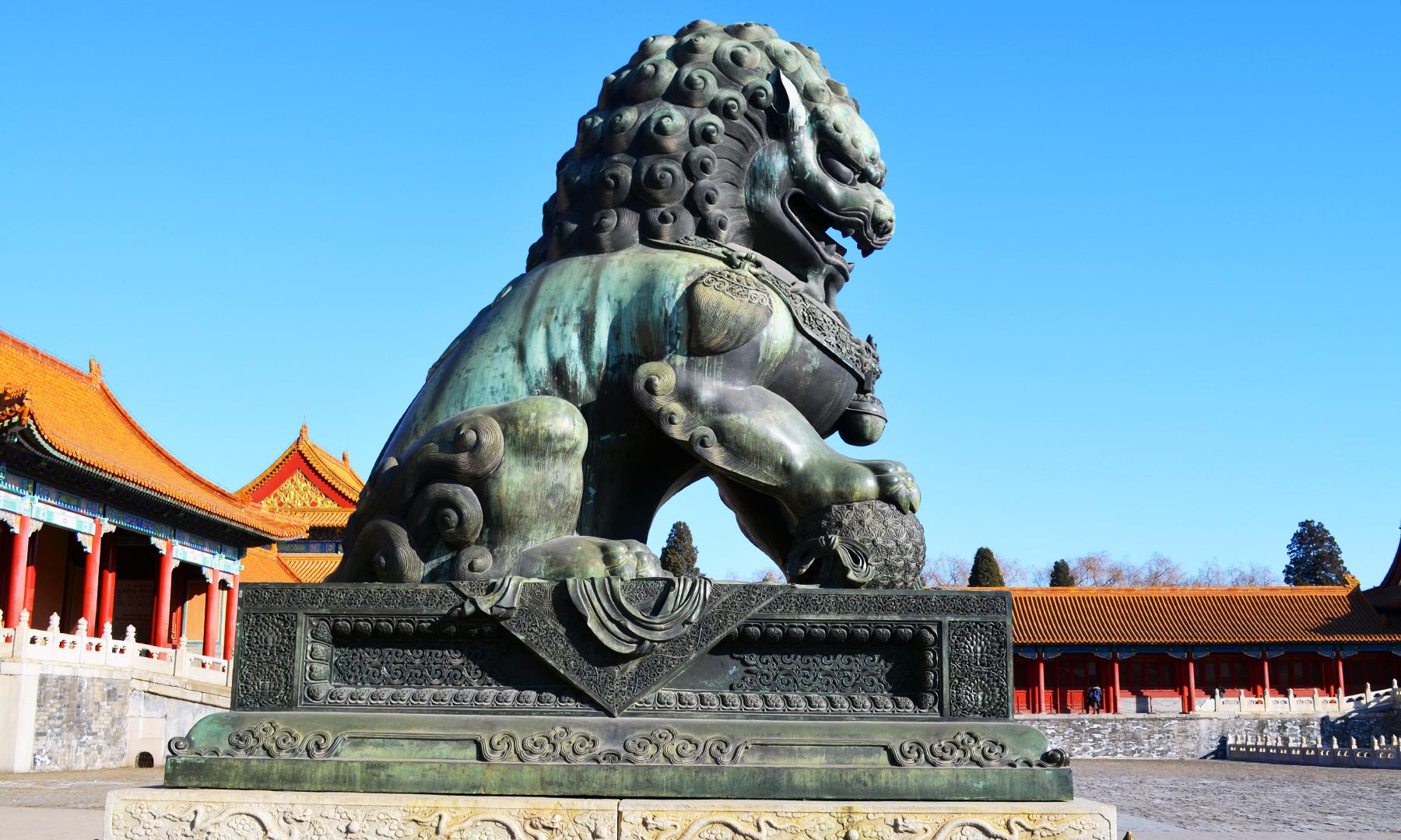 شہر ممنوعہ، چین میں موجود ایک قدیم مجسمہ — تصویر رمضان رفیق