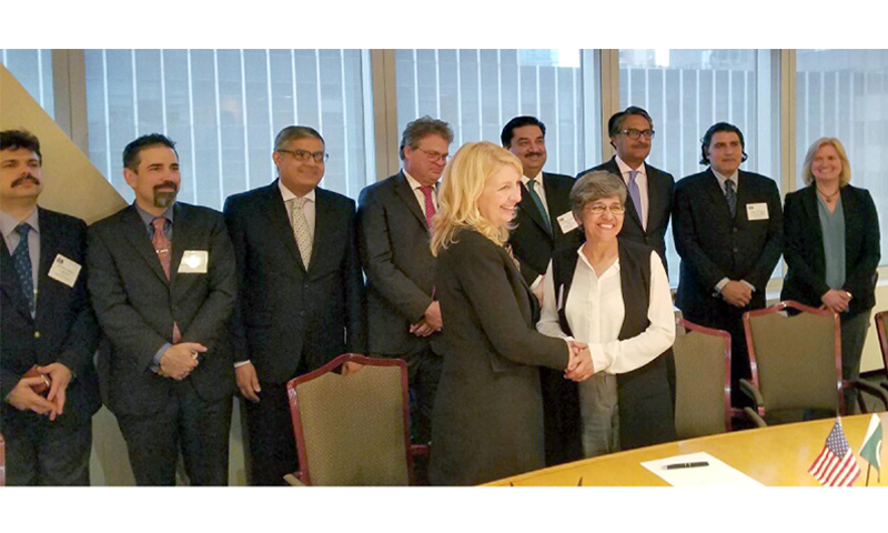 Commerce Minister Khurram Dastgir and Deputy Secretary of the US Department of Commerce Bruce Andrews witness the signing of MoU on Saturday by Catherine Russell, US ambassador-at-large for Global Women's Issues, and Robina Ather, additional secretary of Pakistan's commerce ministry. ─ APP