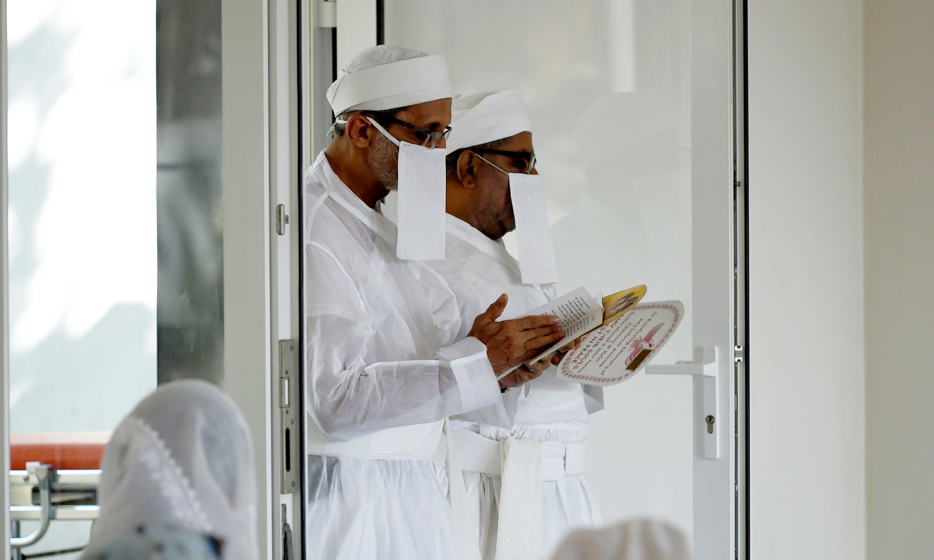 In this photo taken on May 10, 2016, Parsi priests conduct a funeral service at a Parsi prayer hall in Mumbai. —AFP