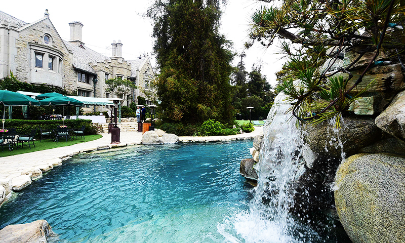 Hefner sells playboy mansion to billionaire neighbour - Indoor swimming pools in los angeles ca ...