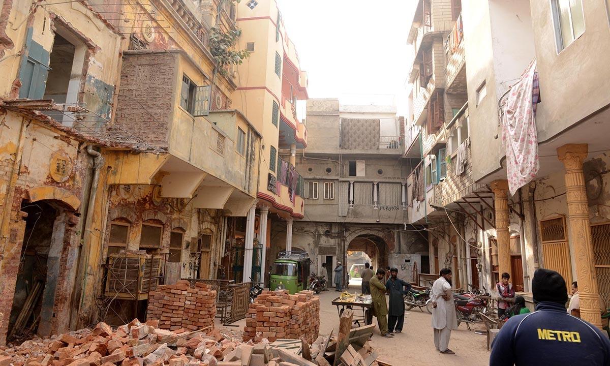 A residential block near Jain Mandar in Lahore being demolished for Orange Line construction  | Azhar Jafferi, White Star