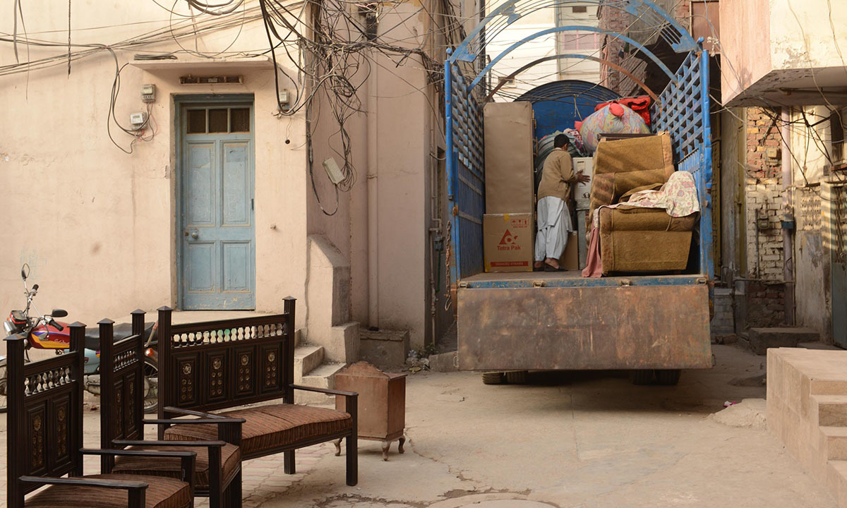 Residents pack up their homes in Lahore due to the Orange Line construction in February 2016 | Azhar Jafferi, White Star