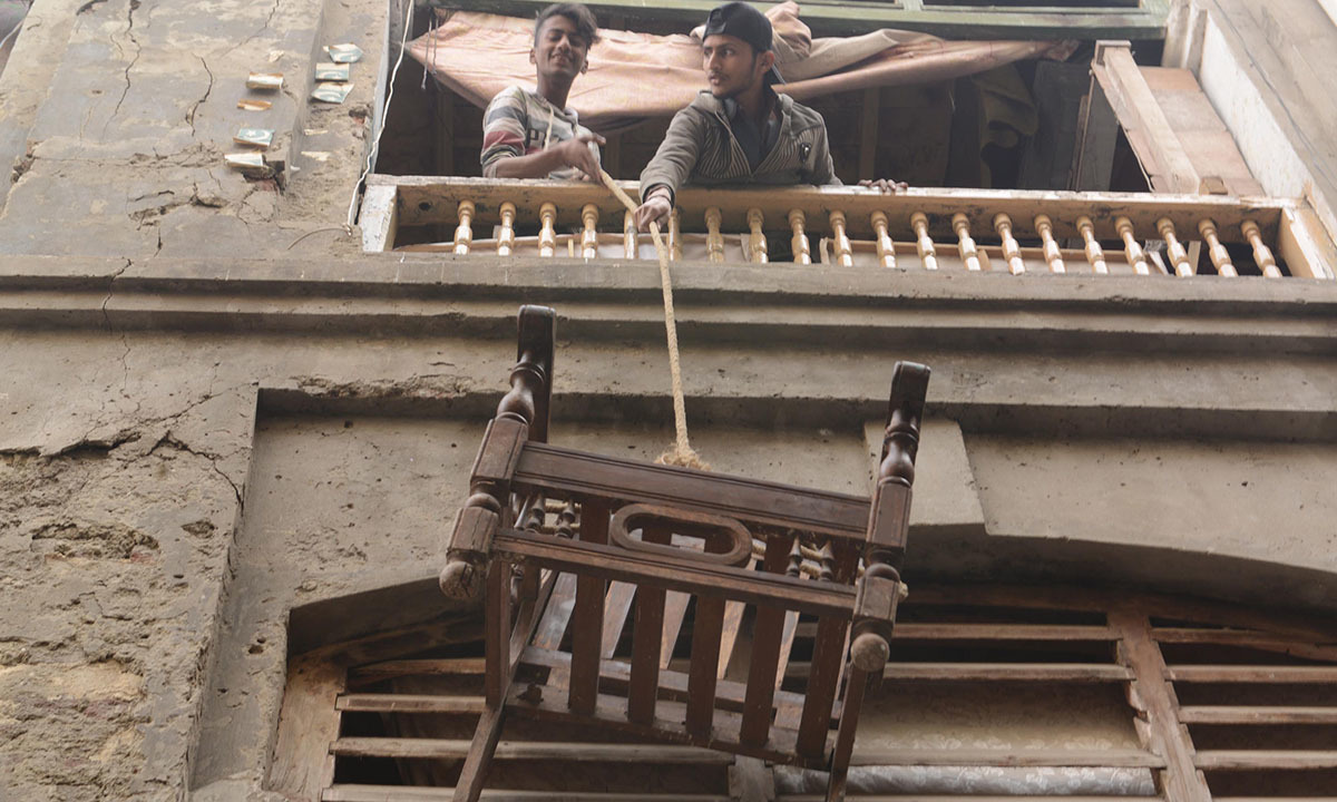 People vacate their homes near Jain Mandir in Lahore | Azhar Jafferi, White Star