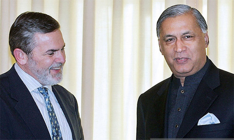 Former PM Shaukat Aziz with former US Assistant Secretary of State Richard Boucher. ─AFP/File