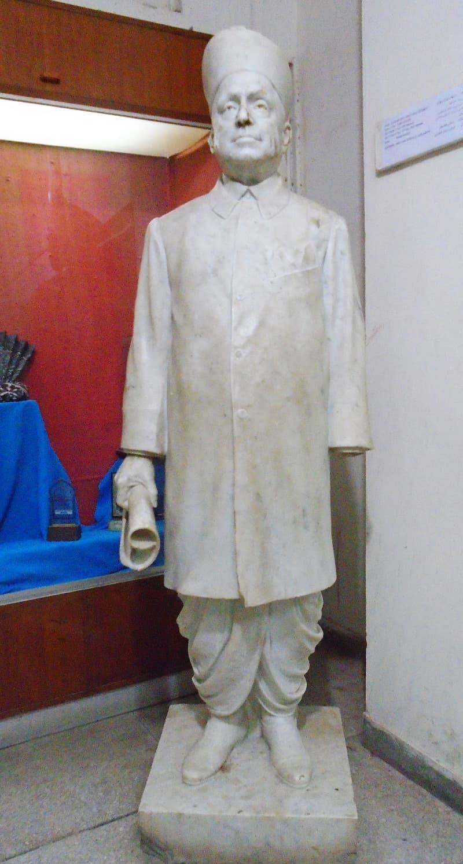 Das' statue after restoration. —Photo by Sarmad Soomro