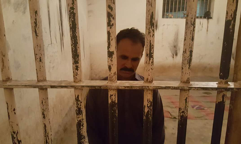 The cop Ali Hassan under police custody in Ghotki.─ photo by author
