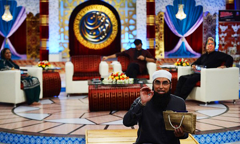 Here I am on the show watching in awe as J Dot sahib tells the audience about the spiritual benefits of a ladies handbag designed by his label, Jannat Dot. For just Rs. 80,000! Special Ram'ahdhaa'nh offer.
