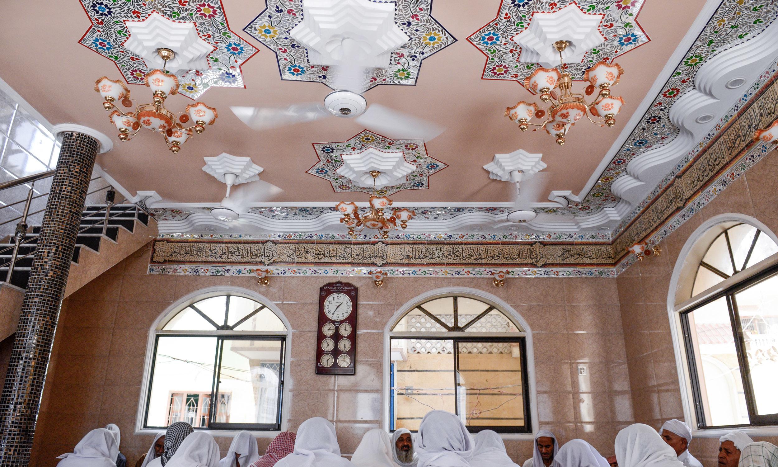 A men's zikr khana in Lyari   Tahir Jamal, White Star