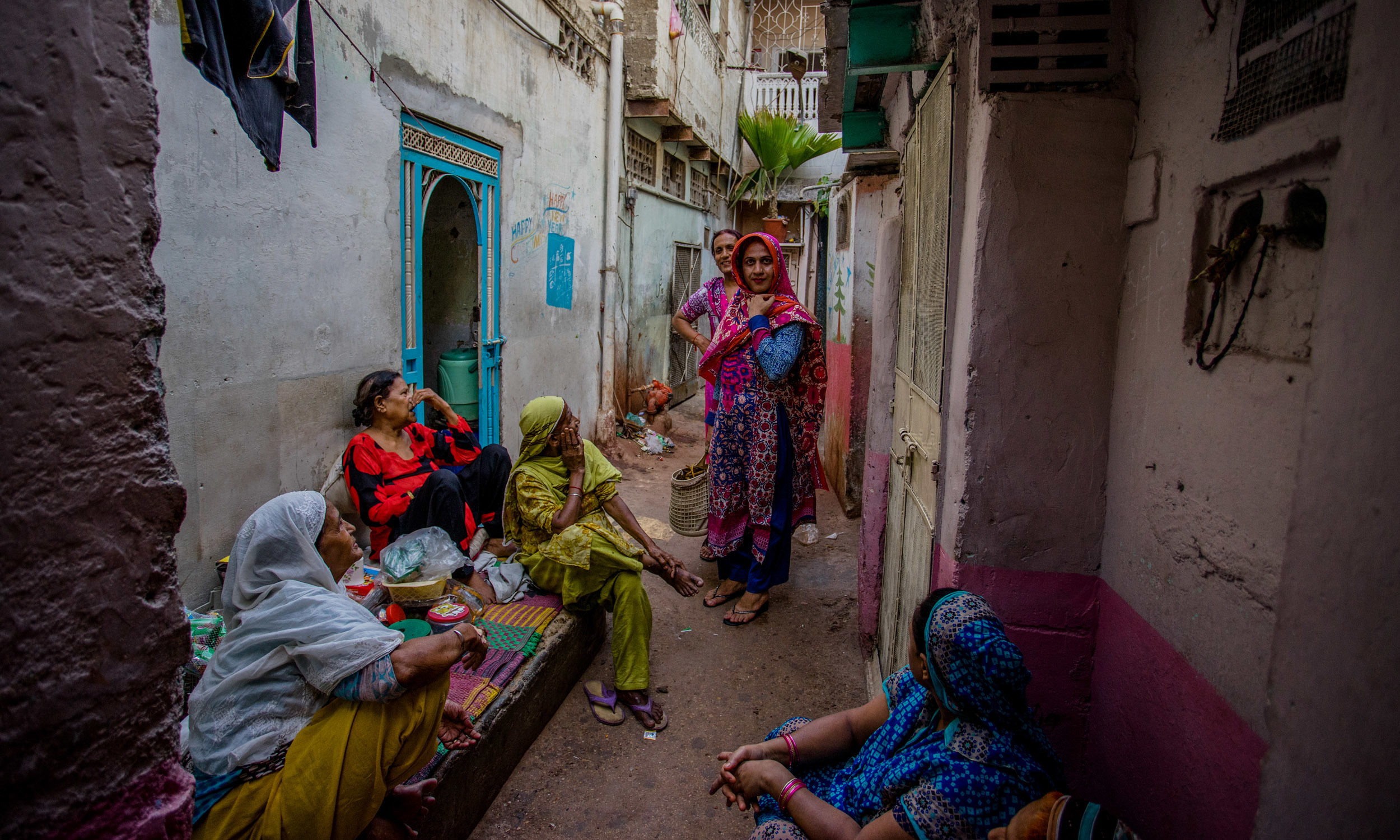 Women from the neighbourhood gather on an April evening in Narayanpura | Mohammad Ali, White Star