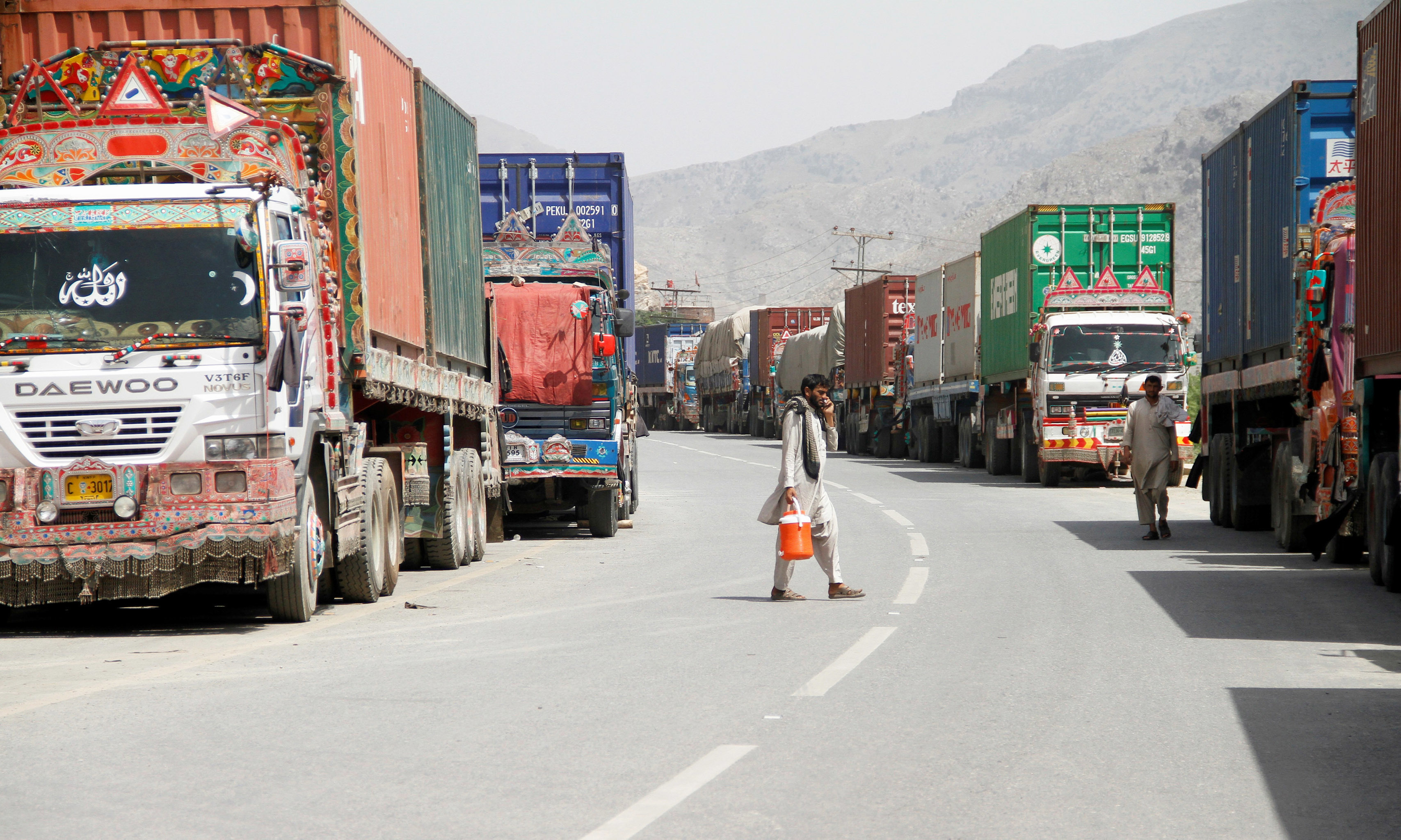 Transit trucks stranded due to the border skirmishes between Pakistan and Afghanistan are parked on the side of the road leading to the border in Torkham, Pakistan June 16, 2016. REUTERS/Fayaz Aziz
