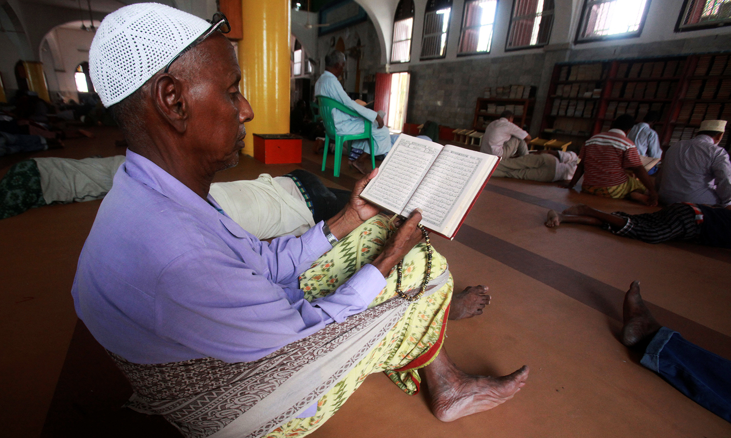 A Somali man reads the Quran on the second Friday of Ramazan inside the Marwaas Mosque in Mogadishu, Somalia June 17, 2016. ─ Reuters