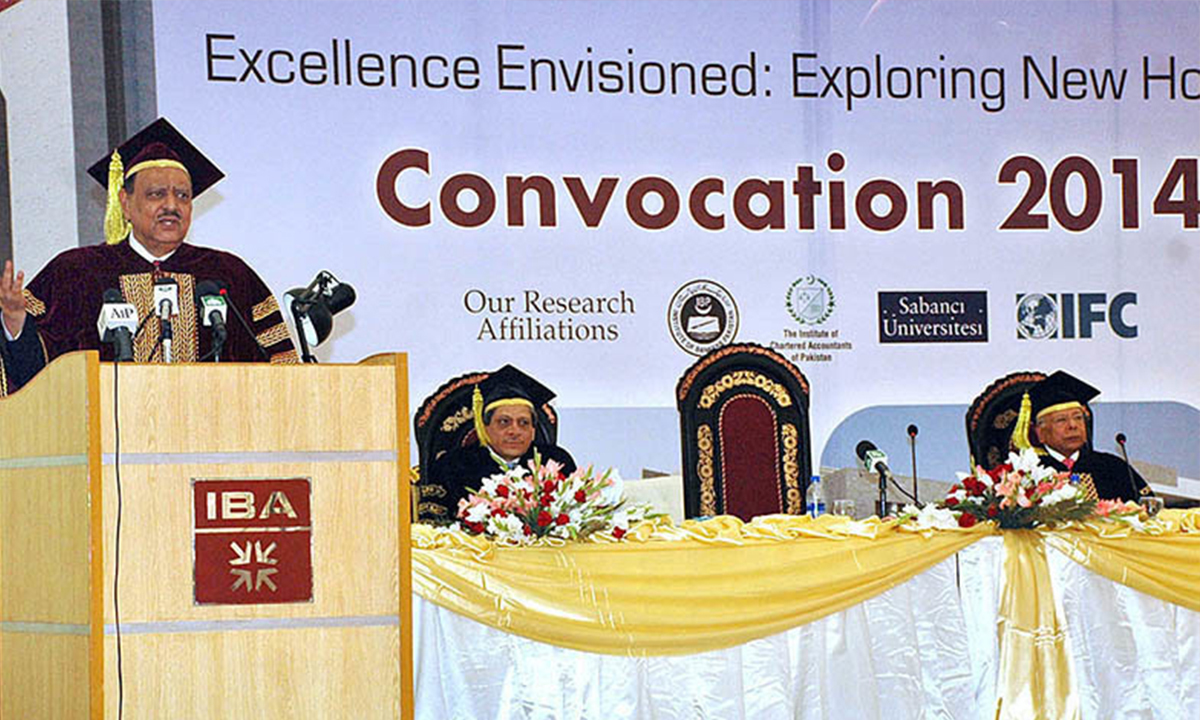 Dr Ishrat Husain attends IBA's convocation, where President Mamnoon Hussain delivers a speech, 2014 | APP