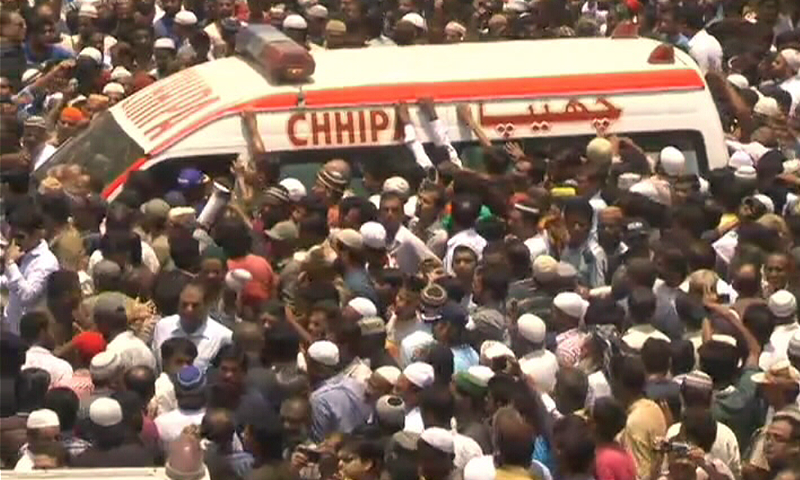 Thousands attended the funeral prayers of Sabri. —DawnNews