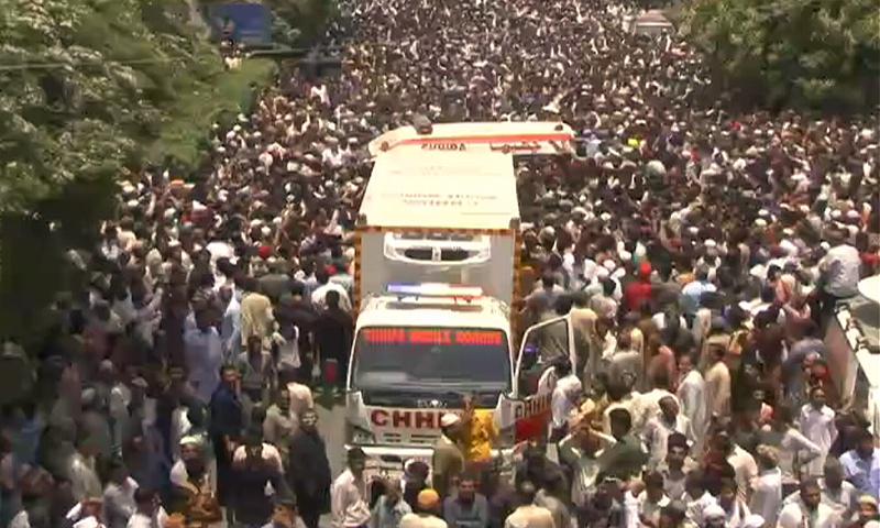 A massive crowd attends the funeral of Amjad Sabri. — DawnNews
