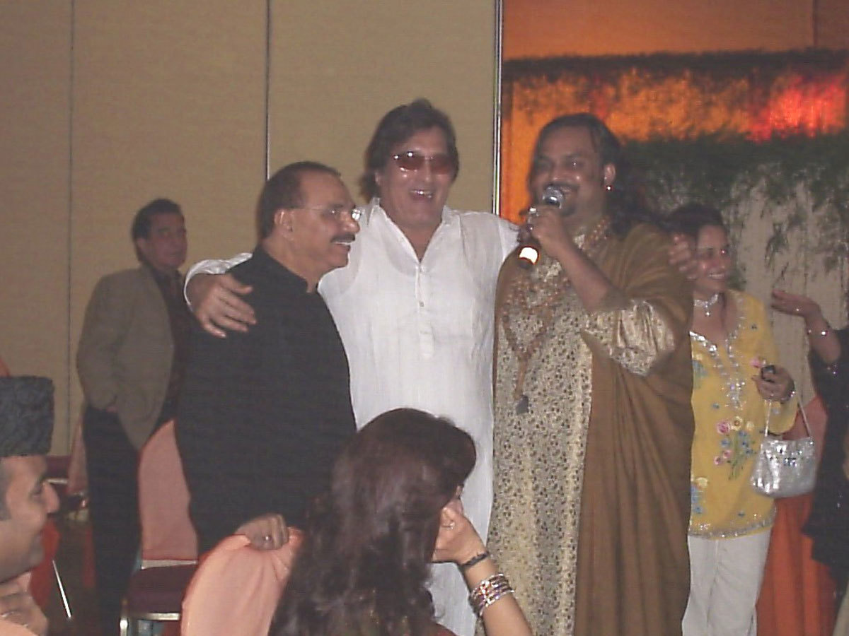 Legendary qawwal with veteran actor Vinod Khanna - Photo courtesy Routes2Roots
