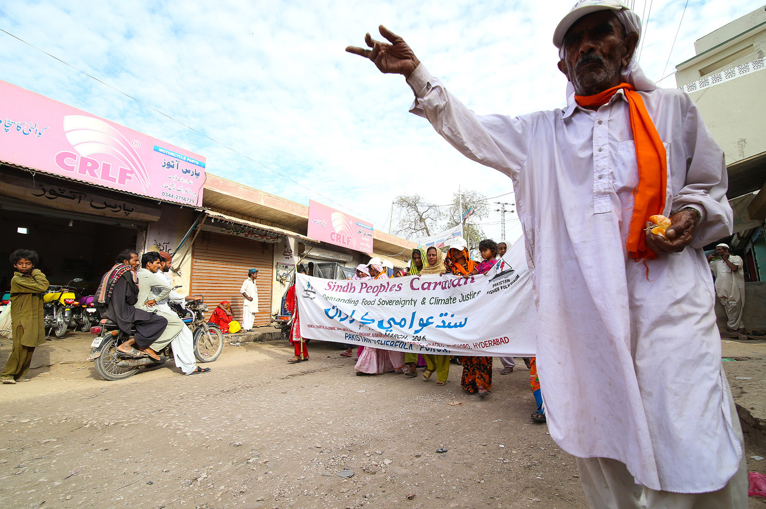 The caravan organised by the Pakistan Fisherfolk Forum, at Umerkot.