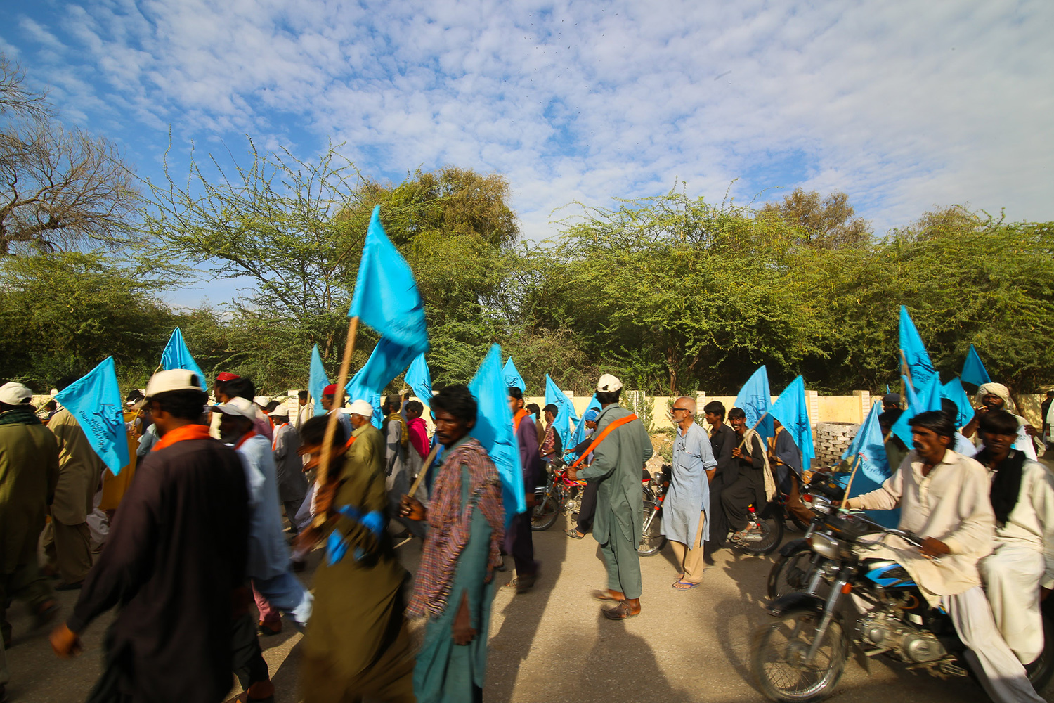 Men, women and children participate in the caravan at Umerkot.