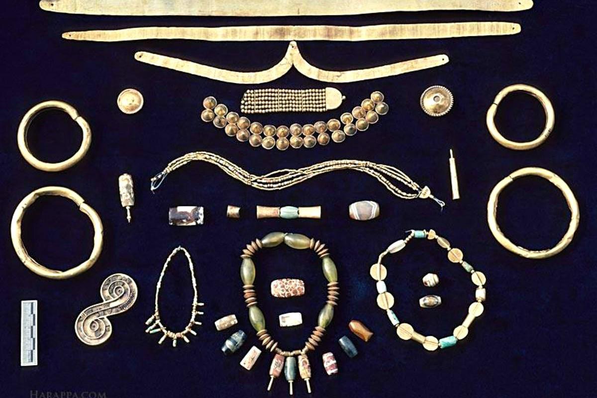 Jewellery from Mohenjo Daro. Courtesy www.harappa.com