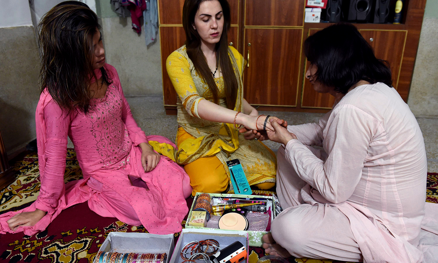 PESHAWAR: Khwaja siras gather on Chaand Raat to plan their outfits, decorate hands with henna, and celebrate the night before Eid. —AFP/A Majeed