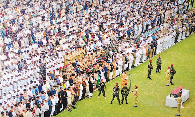 KARACHI: Funeral prayers for Abdul Sattar Edhi being offered at the National Stadium amid tight security on Saturday.—Fahim Siddiqi/White Star