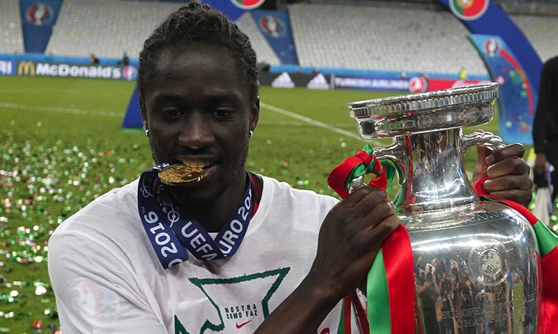 Portugal's Eder poses holding the trophy after the Euro 2016 final. —  AP