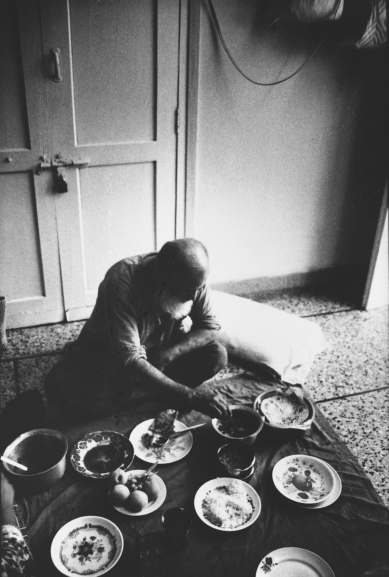 Edhi, during a rare food break at his home. Edhi routinely had fruits with his lunch. —Photo by Arif Mahmood/White Star