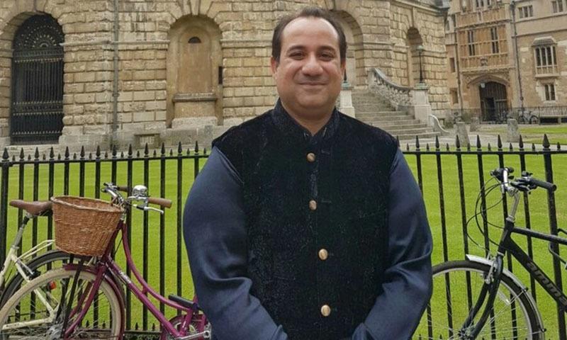 راحت فتح علی خان کو آکسفورڈ یونیورسٹی میں اعزازی شیلڈ سے نوازا گیا —۔