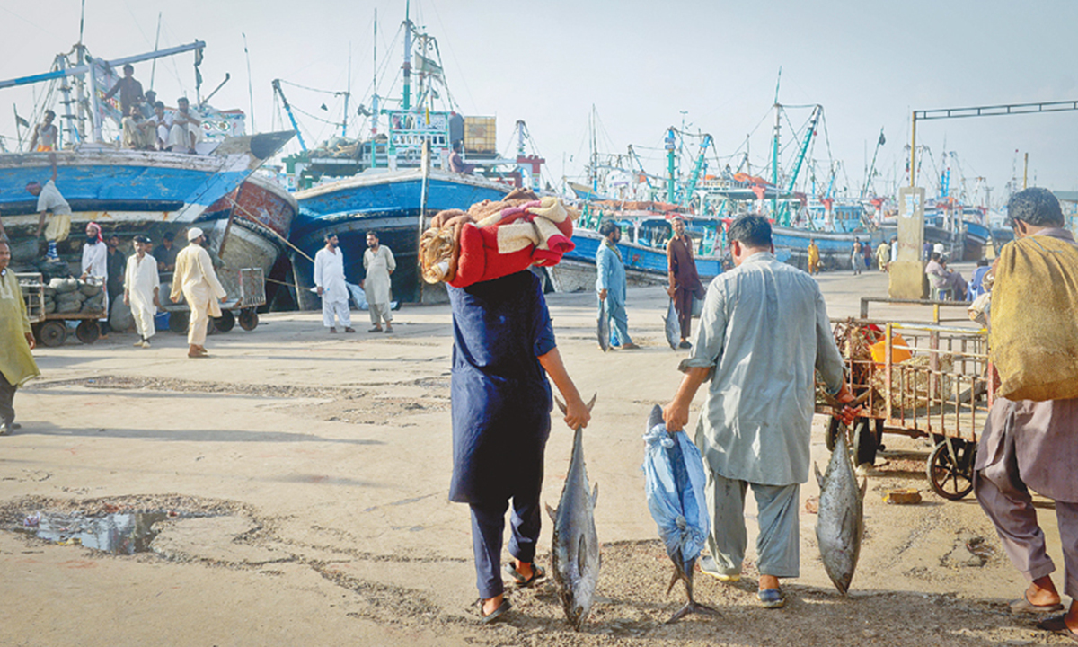 Fishermen anchor their boats at the fish harbour and pack up their belongings to head home with the last of their catch | Fahim Siddiqi, White Star