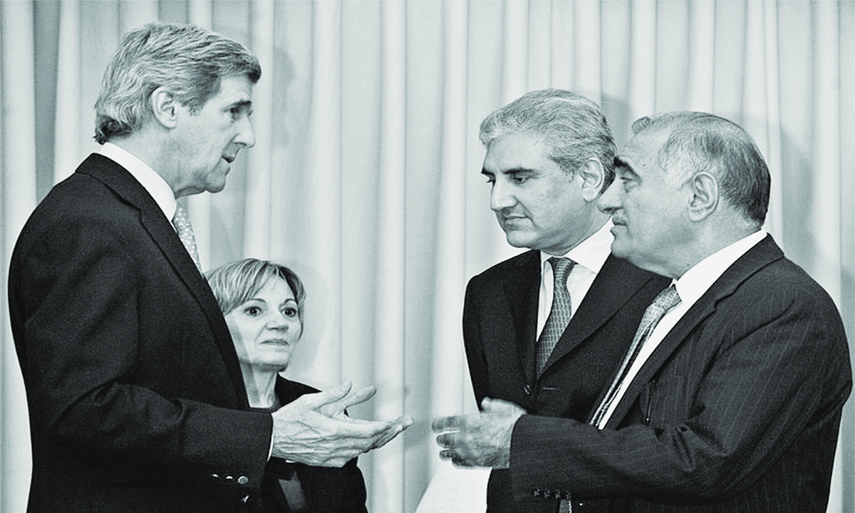 Mahmud Durrani and Shah Mehmood Qureshi chat with US Senator John Kerry and US Ambassador to Pakistan Anne Patterson in Islamabad, 2008| AFP