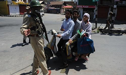 Indian forces remove Pakistan flags as Kashmiris observe 'Black Day'