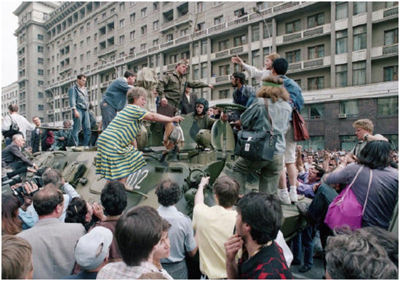 People block the way of a tank in Moscow during the 1991 coup attempt.