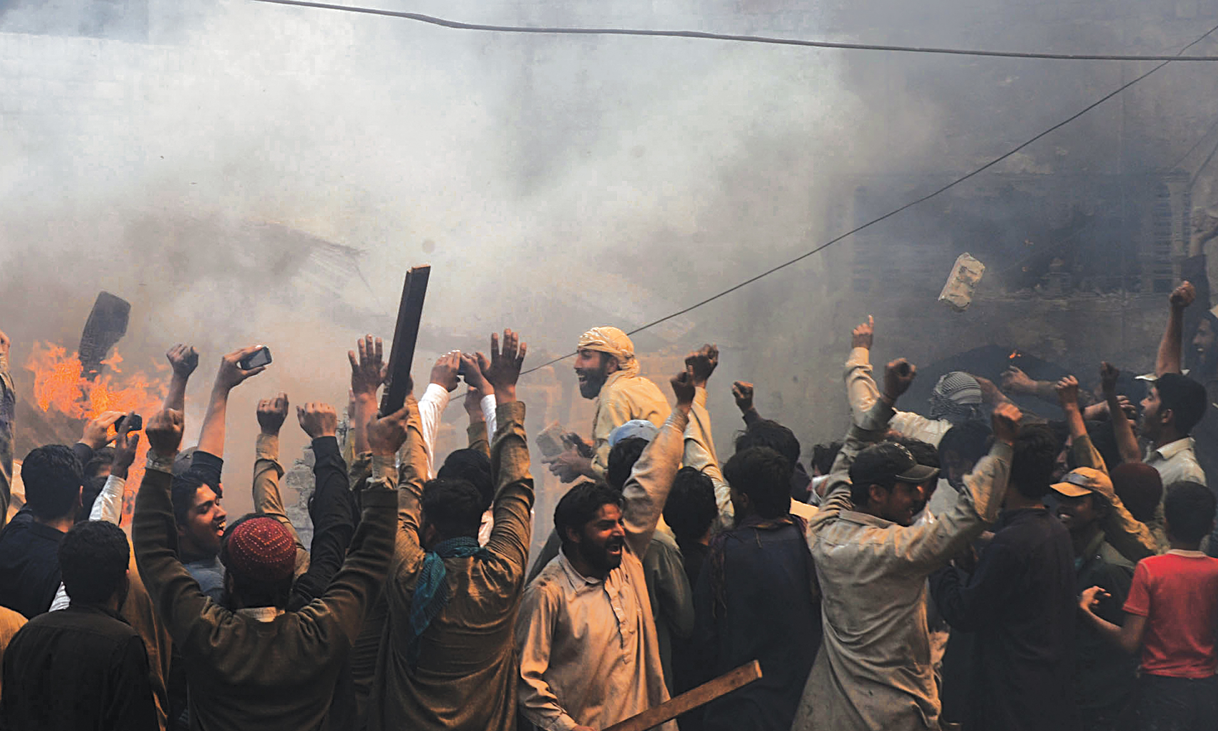 An angry mob sets Christian homes on fire in Joseph Colony, Lahore, in 2013 | M Arif, White Star