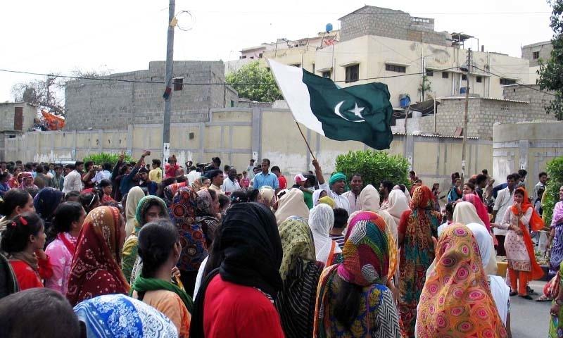 کراچی کے علاقے صدر میں یہ رتھ یاترا گذشتہ 14 سال سے منعقد کی جا رہی ہے۔ — فوٹو سید شریف الحسن
