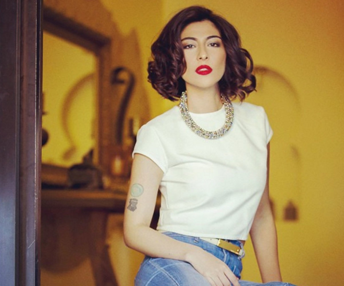 Meesha Shafi understands that all a simple tee needs is a bold necklace to set the tone right.