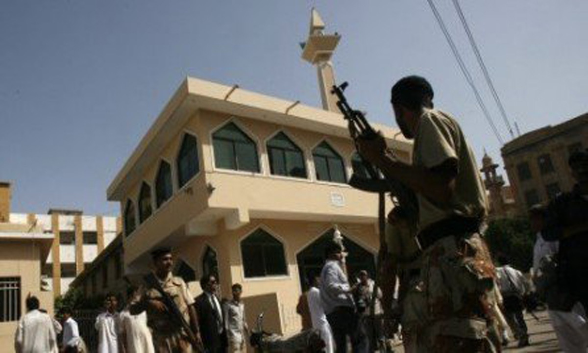 Armed Rangers keep guard on premises of a district city court where gunmen attacked police escorting prisoners in Karachi on June 19, 2010 | Reuters