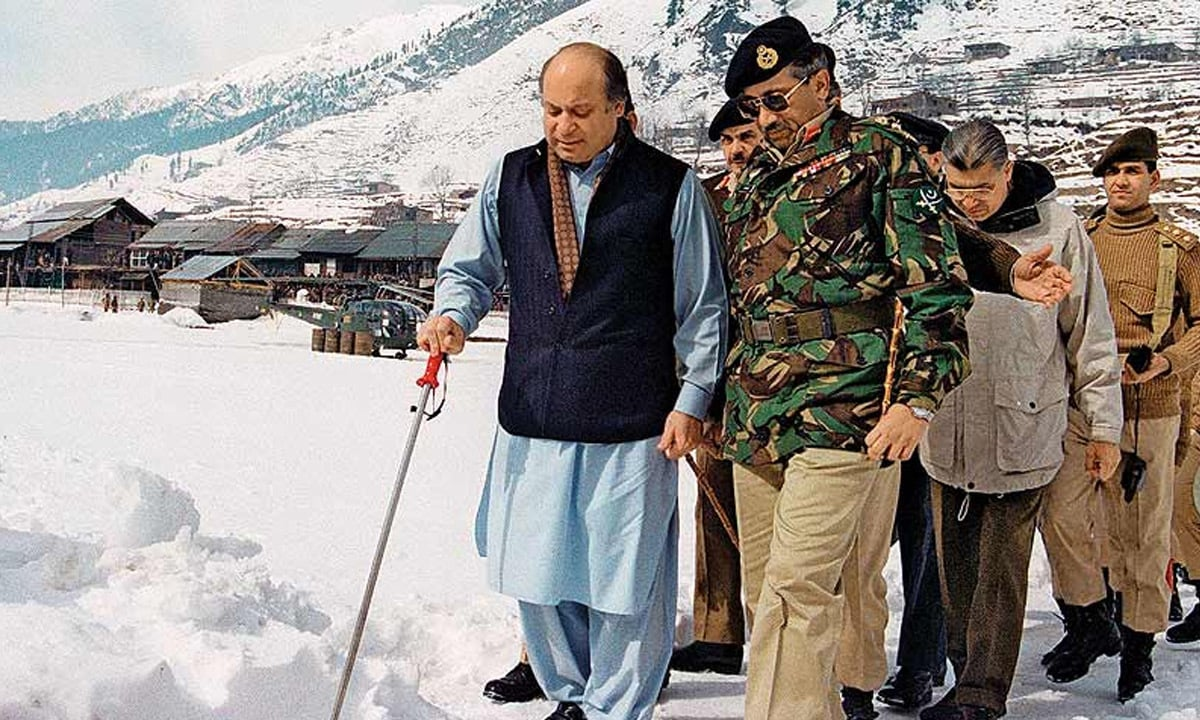 Nawaz Sharif and Pervez Musharraf at Keil sector near Rawlakot on the Line of Control, February 1999 | AFP