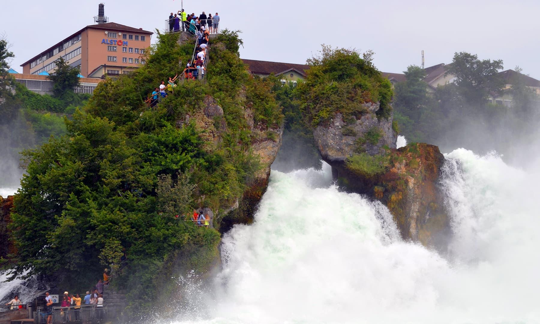 آبشار  —فوٹو رمضان رفیق