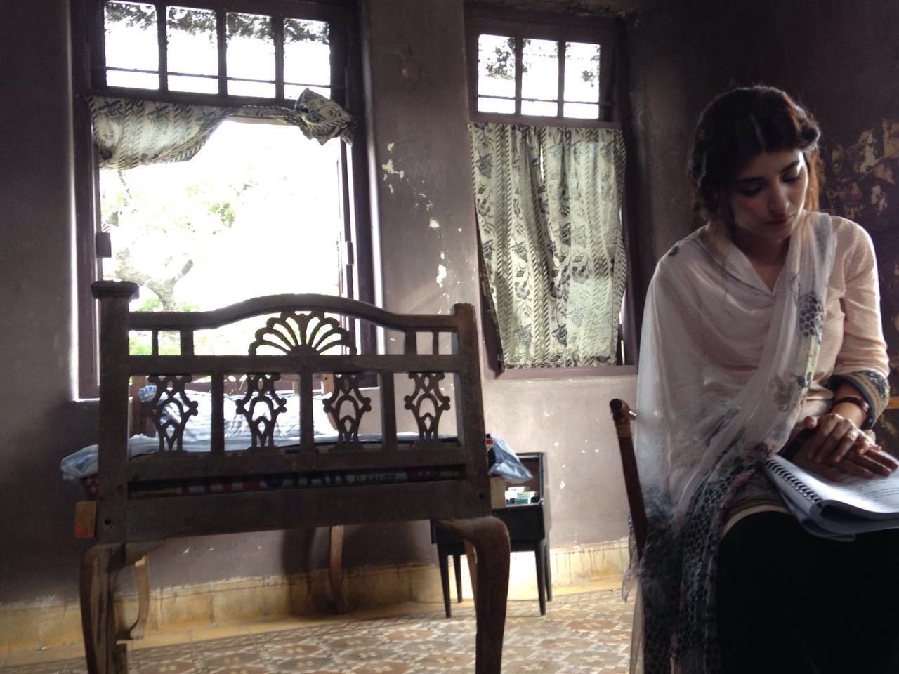 Urwa on the sets of Rangreza