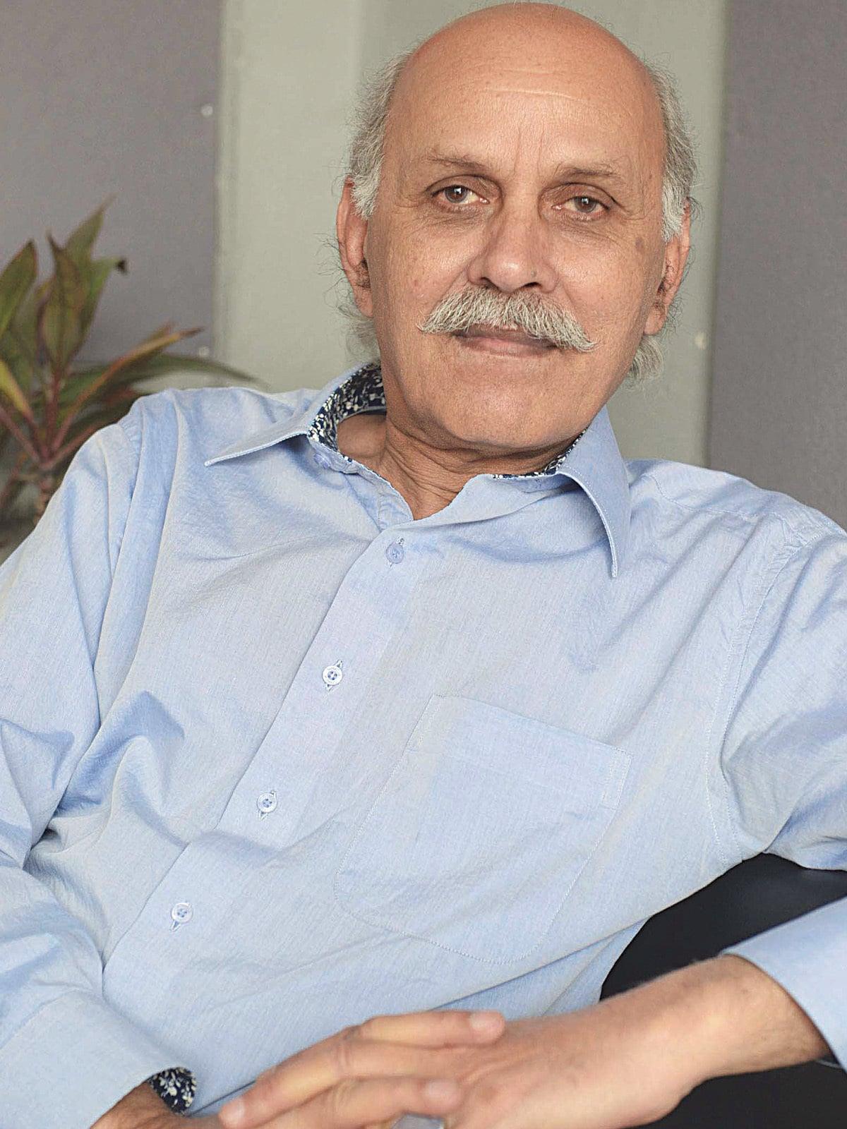 Mushtaq Soofi | Azhar Jafri, Wihte Star