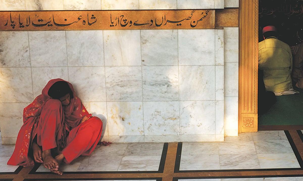 Bulleh Sah's poetry at his shrine in Kasur | Arif Mahmood, Wihte Star