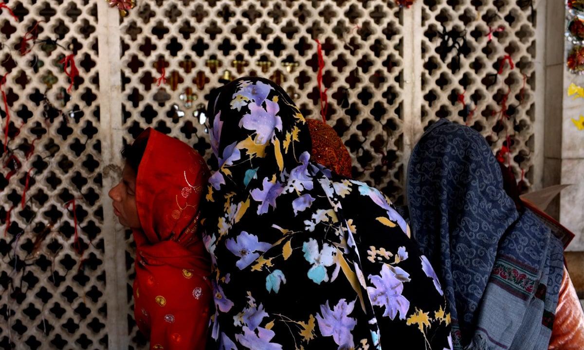 A scene from Bulleh Shah's shrine in Kasur   Arif Mahmood, Wihte Star
