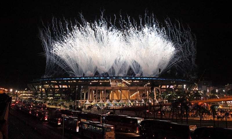 ریو اولمپکس کی افتتاحی تقریب کے دوران آتشبازی کا شاندار مظاہرہ — اے ایف پی فوٹو