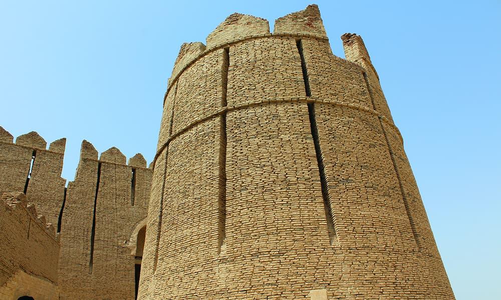 قلعے کا برج — تصویر اختر حفیظ