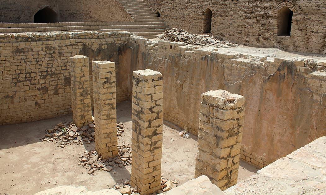 قلعہ کوٹ ڈجی کی وہ جگہ جہاں کبھی تالاب تھا — تصویر اختر حفیظ