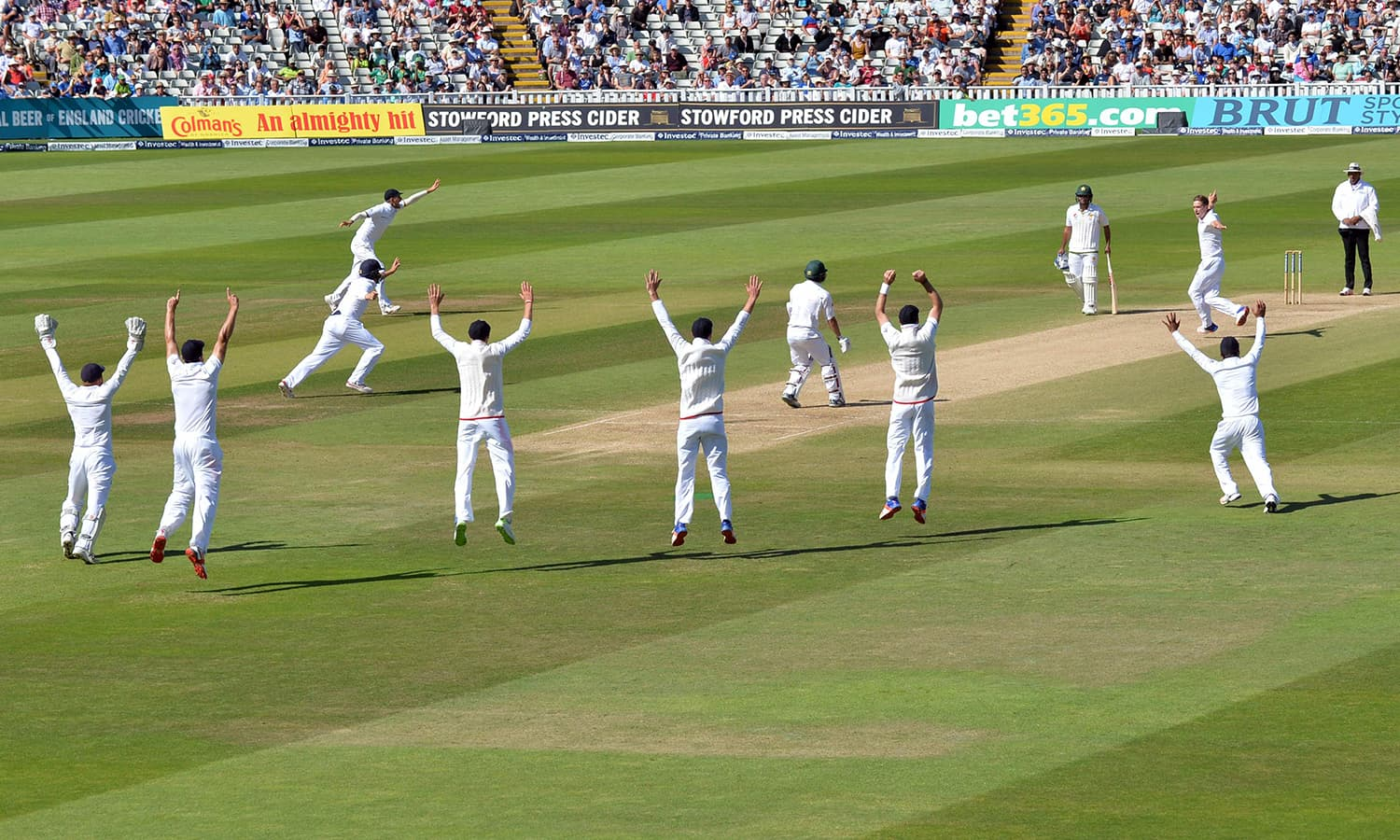 England's slip fielders all go up as they appeal for lbw against Pakistan's Yasir Shah. — AFP
