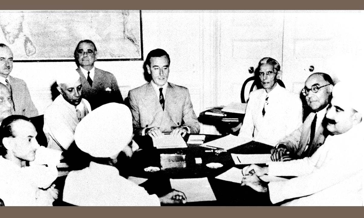 The final phase of the partition of India: Jinnah and Liaquat Ali Khan with Viceroy Mountbatten and Congress leaders during a meeting on June 2, 1947 | White Star photo archives