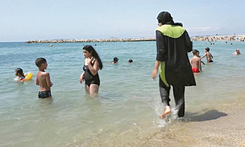 MARSEILLE: Nissrine Samali, a Muslim woman, gets into the sea wearing Burqini.— AFP